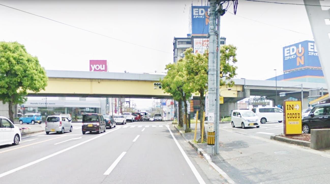 しばらく行くと2号線バイパス笹沖交差点、左手にゆめタウン右手にEDIONが見えそのまま直進。